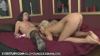 Babe can't stop cumming while fucked so hard